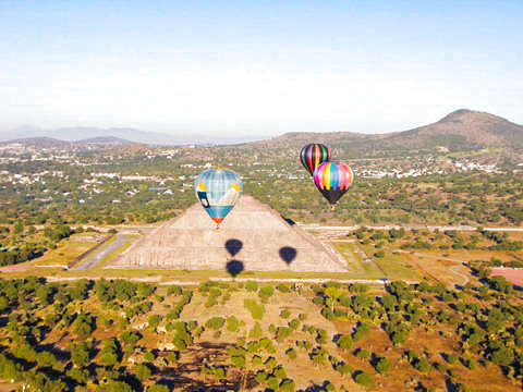 Balloon Flight over the Teotihuacán Pyramids
