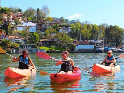 Kayaking in Valle de Bravo Lake