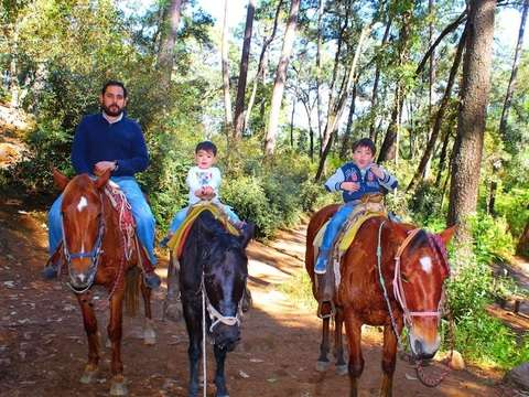 Horseback riding to the Velo de Novia waterfall in Valle de Bravo