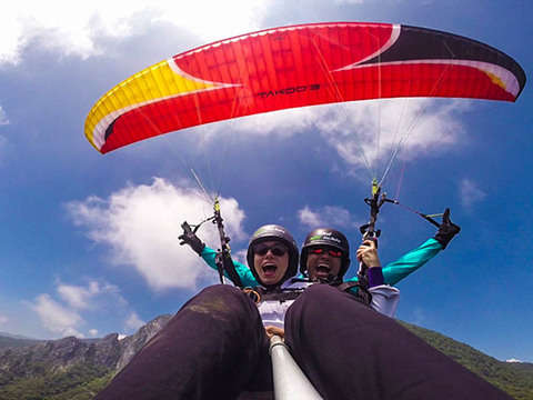 Paragliding flight in Santiago