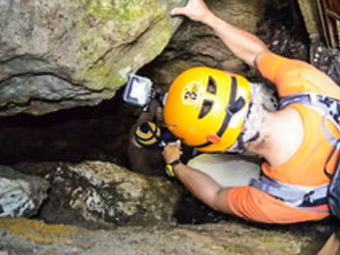 Descent in Cueva Guanajuato